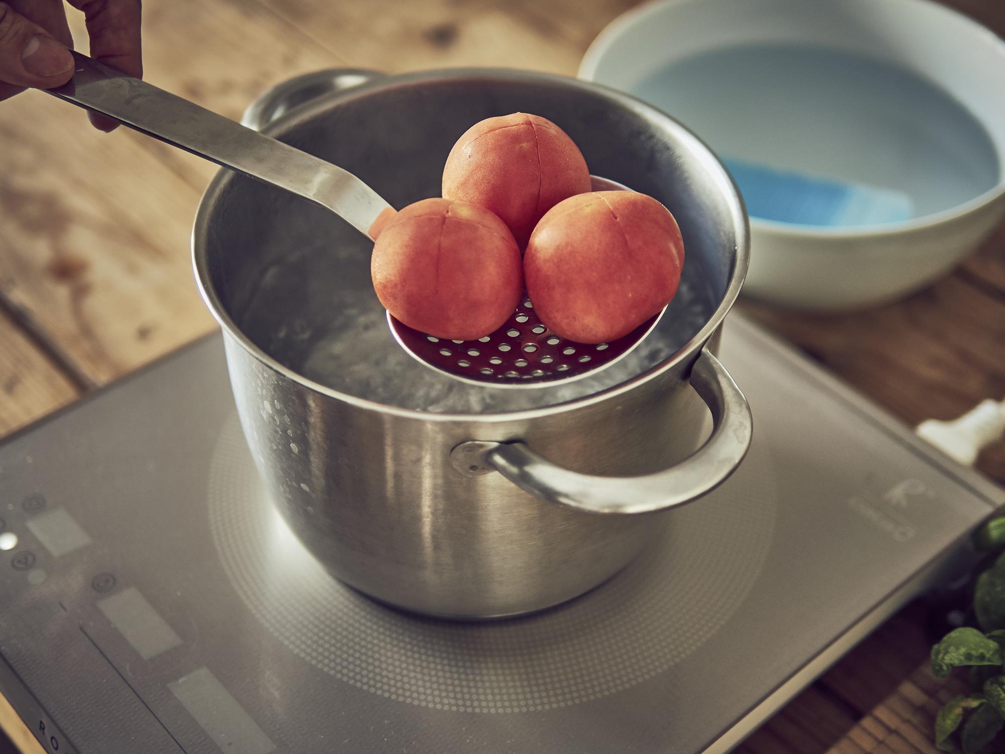 pelando tomates