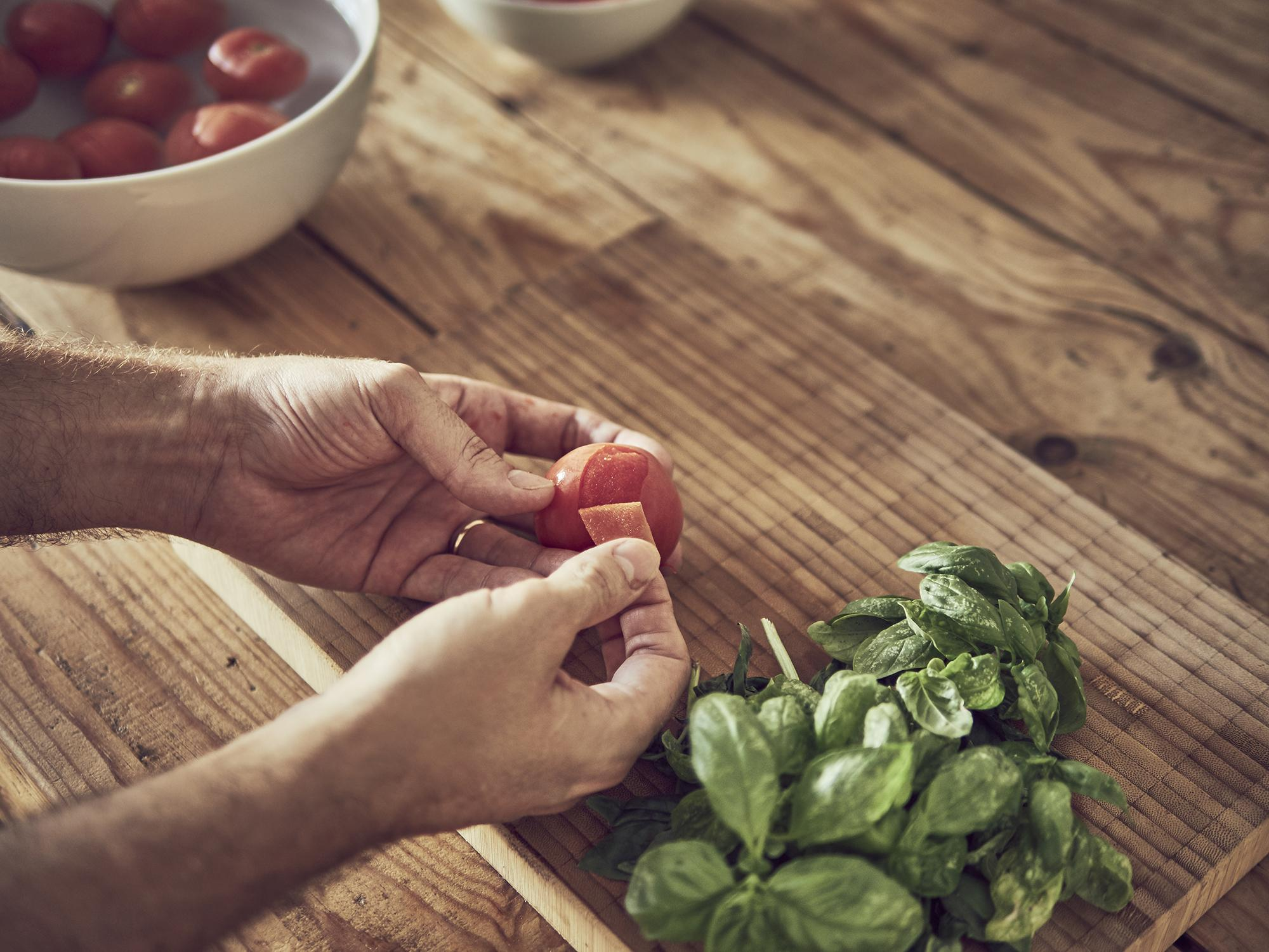 aceite aromatizado sous vide de tomate y albahaca a baja temperatura